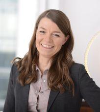 Die in Paris ansässige Rechtsanwältin Sandra Hundsdörfer berät international tätige Firmen im französischen Arbeits- und Handelsrecht.