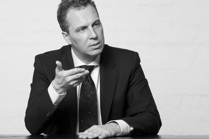 """Dirk U. Proff, Founder & CEO, blueforte GmbH: """"Die mittelfristigen Unsicherheiten des Brexit eröffnen kurzfristige Umsatzchancen. Wir beobachten, dass unsere mittelständischen Kunden kurz nach Bekanntgabe des Austritts aus der EU auf der Suche nach modernen, Brexit kompatiblen Analytics-Lösungen sind. Dennoch ist es schwer, diese Nachfrage genau zu bemessen, was auf die fehlende Einigung zwischen der EU und Großbritannien in Bezug auf Themenfelder wie Handel, Datensicherheit und Vertragsrecht zurückzuführen ist. Diese mangelnde Sicherheit hält viele Unternehmen davon ab, in IT-Lösungen zu investieren."""""""