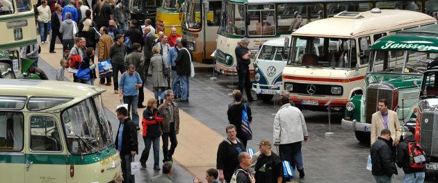 Transporter: Ausstellung historischer Nutzfahrzeuge - immer dabei der VW Transporter.