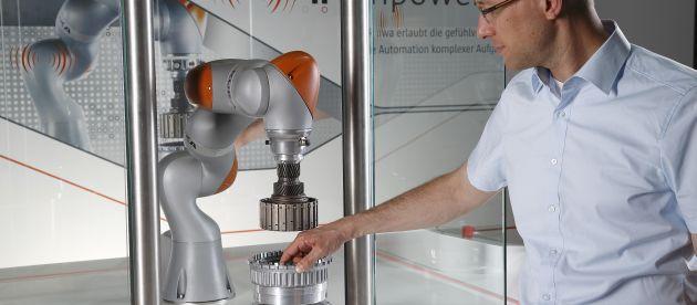 Roboterpräsentation bei Kuka: Unternehmen, die für die Herstellung ihrer Produkte und in der Verwaltung IT-Programme einsetzen, müssen mit einem Software-Audit rechnen. Mit einem Lizenzmanagement sind sie vorbreitet.