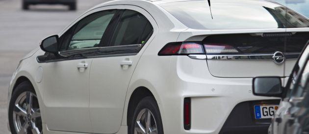 Elektroauto: Fahrzeuge wie der Opel Ampera bewegen sich bereits mit Elektromotoren.