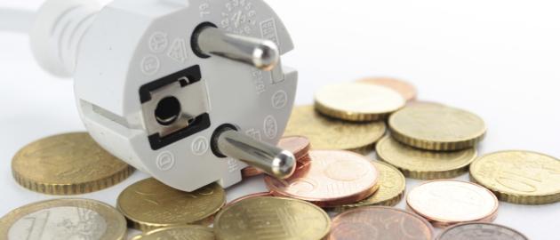 Stromkosten: Das Geld wird zwar zunächst von den Betreibern des Übertragungsnetzwerks vorgestreckt, muss aber 2014 dann von den Stromkunden zurückgezahlt werden – und zwar mit Zinsen, die sich allein für Juli schon auf 10 Millionen Euro belaufen.