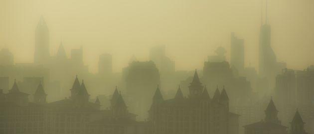 Die Gehälter von Führungskräften variieren weltweit stark. In China bekommen sie ein besonders hohes Gehalt. Vor allem bedingt durch die starke Luftverschmutzung vor Ort, der die Angestellten ausgesetzt sind.