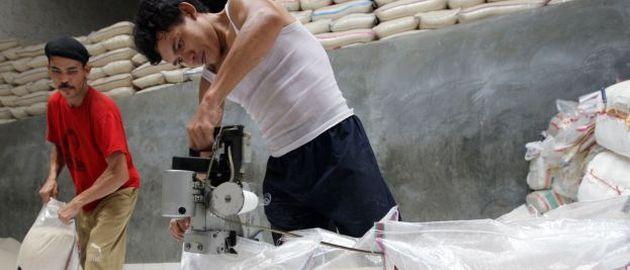 Waren, die in Indonesien produziert, verpackt oder dort gelagert wurden, dürfen Händler ab Juli nur noch in Rupiah verkaufen.