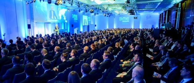 Über 2.000 Teilnehmer diskutieren aktuell in Berlin die Herausforderungen im Einkauf im Unternehmen.