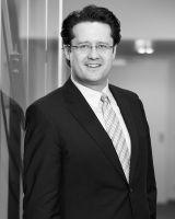 Dr. Christian Löhr ist Fachanwalt für Handels- und Gesellschaftsrecht und Partner bei der Essener Wirtschaftskanzlei Kümmerlein Rechtsanwälte & Notare.