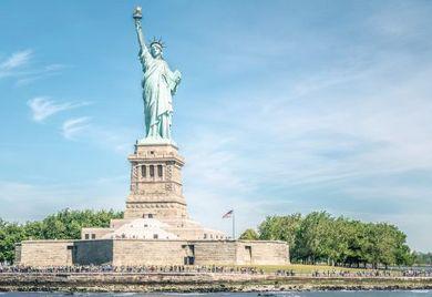 In dem Einreiseverbot für Menschen aus muslimisch geprägten Ländern sehen Kritiker einen Verrat freiheitlicher Werte der USA.