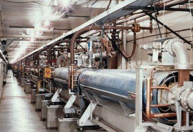 Wer bei der Gründung der GmbH keine Barmittel als Stammkapital zur Verfügung hat, kann auch Sachwerte wie Maschinen einbringen. Sie müssen aber ab dem Geschäftsbeginn zur Verfügung stehen.