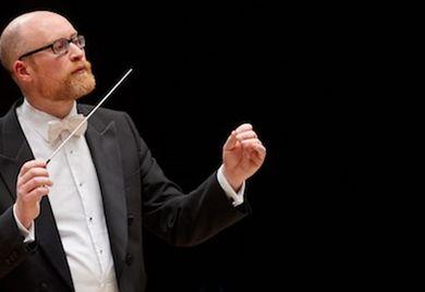 Ben Palmer ist Chefdirigent bei der Deutschen Philharmonie Merck.