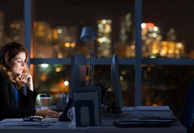 Arbeiten für später: Auch Überstunden können bei Lebensarbeitszeit-Modellen als Gutschrift auf dem Langzeitkonto steuer- und sozialabgabenfrei angespart werden.