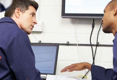 Softwareprodukte werden in mittelständischen Betrieben oft und vielfältig verwendet, da verliert der ein oder andere Chef den Überblick über die Softwarelizenzen. Doch die Hersteller liegen auf der Lauer und verlangen drastische Nachzahlungen.