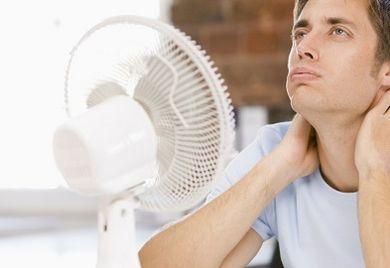 Wenn im Sommer die Sonne scheint, freut sich der Mensch. Doch beim Arbeiten im Freien, in der Fabrikhalle oder auch im Büro bedeutet Hitze häufig auch: erhöhte Unfallgefahr.