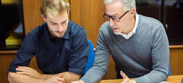 Jung und alt: In vielen Unternehmen arbeiten die Generationen gut zusammen.