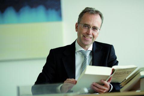 Dr. Jörg Schneider-Brodtmann arbeitet als Rechtsanwalt bei Menold Bezler Rechtsanwälte Partnerschaft in Stuttgart mit Beratungsschwerpunkt IT-Recht.