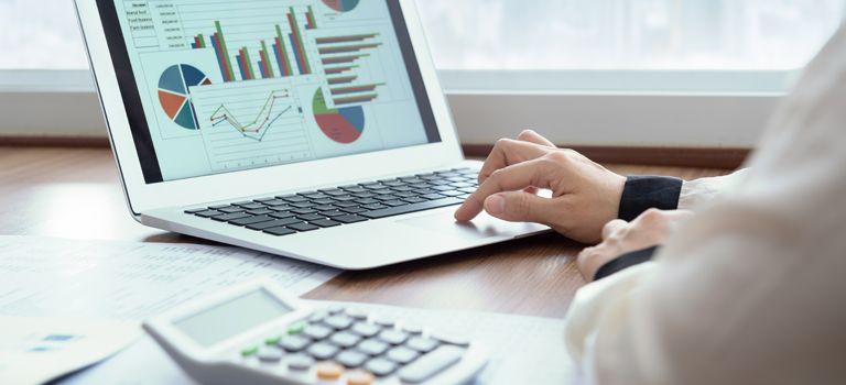 Digitale Helfer: Unternehmen können ihre Zahlungsfähigkeit mit Softwares planen und übersichtlich darstellen.