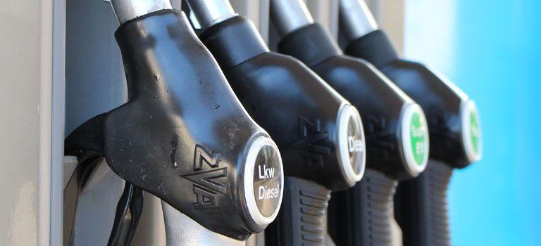 Einfach sparen: Wer statt zu Marken- gezielt zu freien Tankstellen fährt, zahlt auf Dauer weniger für den Treibstoff.