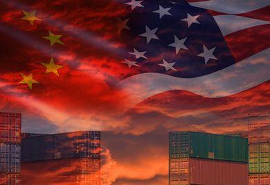 Clinch der Titanen: Die beiden größten Volkswirtschaften der Welt, USA und China, befinden sich bereits seit längerem in einem Handelsstreit, der auch Auswirkungen auf den deutschen Mittelstand hat.