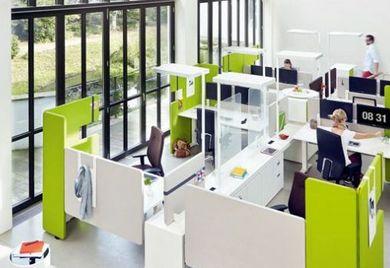 Arbeitsplätze im Unternehmen: Moderne Gestaltung motiviert das Personal.