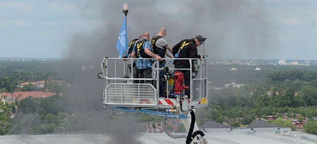 Endlich mal was los in Hannover: Feuerwehr beim Einsatz auf der Messe – ist aber nur eine Brandschutzübung.