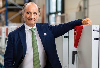 In der Corona-Krise gefragt: Unternehmensgründer und Firmenchef Peter M. Binder in seiner Produktion.
