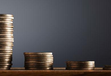 Weniger statt mehr: Die Zinsen sind bei manchen Banken so niedrig, dass Firmenkunden bei der Geldanlage draufzahlen.