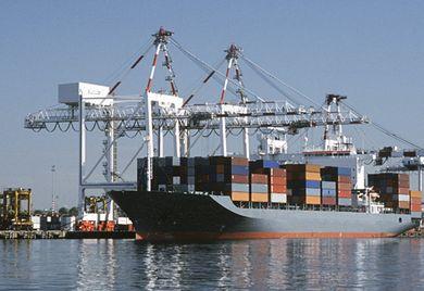 Immer sicherer: Die Zahl der Schiff, die Reedereien auf hoher See verloren haben, hat sich weltweit innerhalb von zehn Jahren halbiert.