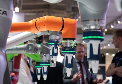 Miteinender kommunizieren: Dank der Schnittstelle Umati sollen Werkzeugmaschinen unterschiedlicher Hersteller bald die selbe Sprache sprechen.