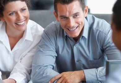 Bei der Suche nach Fachkräften bevorzugen deutsche Unternehmen traditionelle Wege.