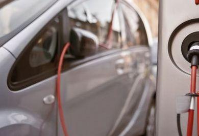 Die Automobilhersteller der Elektroautos freuen sich, Unternehmer sollten such beeilen, um den Steuervorteil zu bekommen.