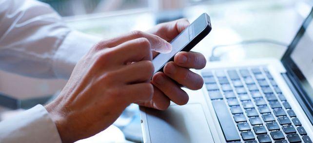 Privat am Arbeitsplatz im Internet surfen? Ob mit dem PC oder dem privaten Smartphone – Markt und Mittelstand Online klärt auf, was erlaubt ist.