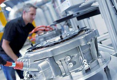 Fertigung von Elektromotoren: Die Insolvenz eines Zulieferers kann die Wertschöpfungskette beeiträchtigen.