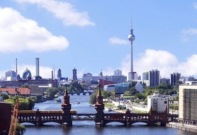 Für die deutsche Standortpolitik gibt es noch bessere Noten als im Vorjahr: die Zustimmung ist von 60 auf 64 Prozent gestiegen.