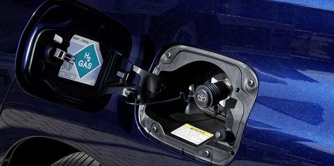 Die Zukunft baut auf alternative Antriebe: Einfüllstutzen eines Tanks, der mit Wasserstoff befüllt werden kann.
