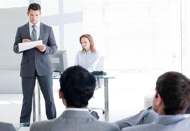 Gerade in mittelständischen Unternehmen sollte der regelmäßige Austausch von Führungskräften und Mitarbeitern im Fokus stehen.