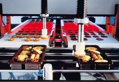 """Herstellung von Bisquits im April: Die Kombination eines dieser  Endprodukte mit einem Erzeugnis der Fleischverarbeitenden Industrie wie dem Hauwürstel (siehe """"Besondere Perspektiven im April"""") richtet sich ganz nach den Anforderungen der Kunden."""