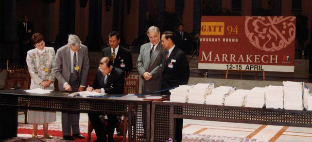 Für den Welthandel: Die WTO nahm zwar erst 1995 ihre Arbeit auf. Die Gründungsverträge wurden aber bereits im Jahr zuvor unterzeichnet.