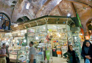 Der große Basar in Teheran: Wer erfolgreich im Iran handeln möchte, sollte über ein passendes Geschäftsmodell nachdenken.