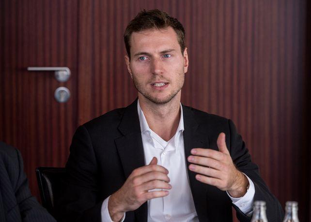 """""""Wenn ich dann das Gefühl habe, richtig versichert zu sein, dann kann ich die Versicherung auch ruhigen Gewissens weiterlaufen lassen"""", sagt Florian Brokamp"""