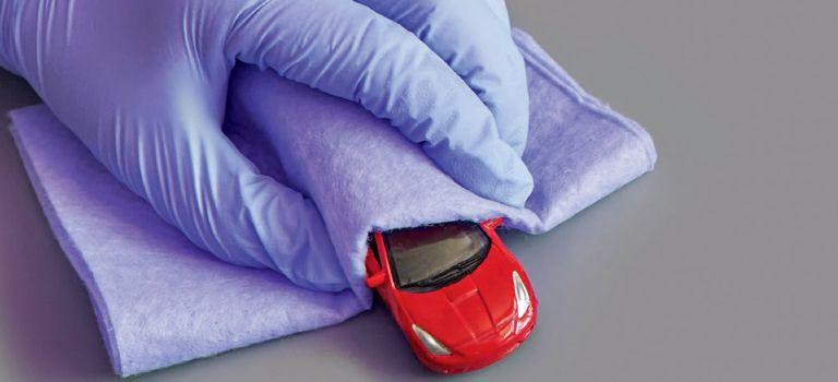 Wisch und weg: In der Corona-Pandemie sollten Firmenwagen besonders penibel gesäubert werden.