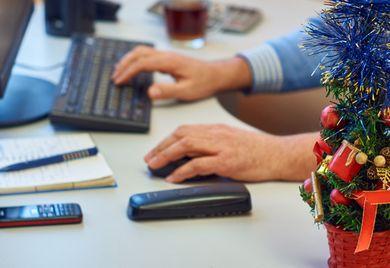 """Lieber Urlaub: Viele Arbeitnehmer wollen sich, wenn möglich, die Zeit """"zwischen den Jahren"""" freinehmen."""