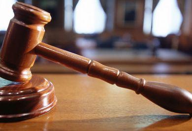 Digitale Justiz: Recht gesprochen wird zwar auch in Zukunft von menschlichen Richtern. Aber die Kommunikation wandert ins Digitale.