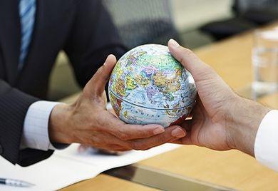 International rekrutieren Unternehmen mit weniger als 1.000 Beschäftigten ihre Mitarbeiter nun primär aus dem deutschsprachigen Ausland sowie aus West- und Osteuropa.