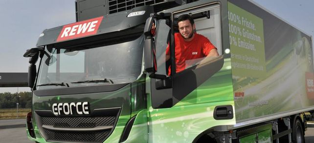 Laster liefert in der Stadt: Der Elektro-Motor des LKW ist mit 45 Dezibel sogar leiser als die Rollgeräusche des Fahrzeugs.