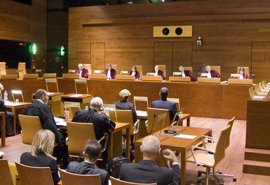 Auf nach Luxemburg: Über die Rechtmäßigkeit der Vorratsdatenspeicherung soll der EuGH urteilen.