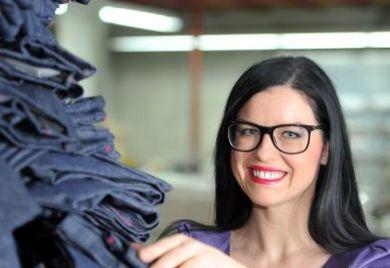 Unternehmerin Sina Trinkwalder hat ihr Sortiment von Taschen auf Jeans und Unterwäsche erweitert.