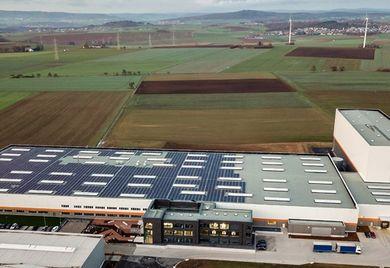 Gute CO2-Bilanz: Beim Neubau seines Stammsitzes hat das Unternehmen Blechwarenfabrik Limburg besonders auf die Energieeffizienz des Gebäudes geachtet.