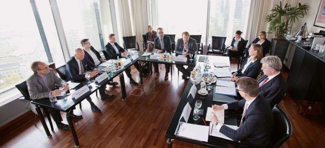 """Die Teilnehmer der """"Allianz für den Mittelstand"""" trafen sich in Frankfurt, um über Finanzierungsfragen zu diskutieren. Bildquelle aller Fotos: Andreas Klehm"""