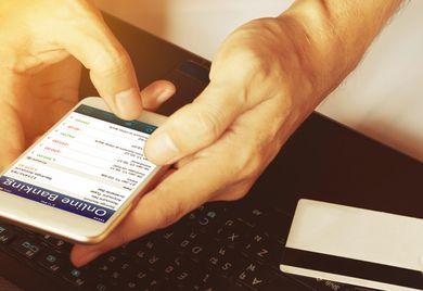 Digital statt analog: Fintechangebote werden häufig über Internet und Smartphone abgewickelt.