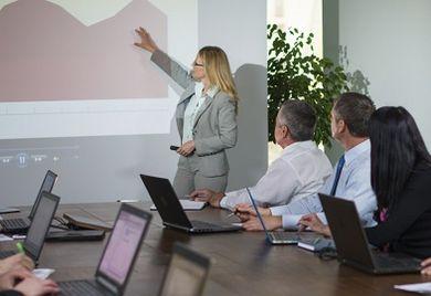 Gehalt: Fach- und Führungskräfte in kaufmännischen Funktionen verdienen durchschnittlich 3,3 Prozent mehr als vergangenes Jahr.