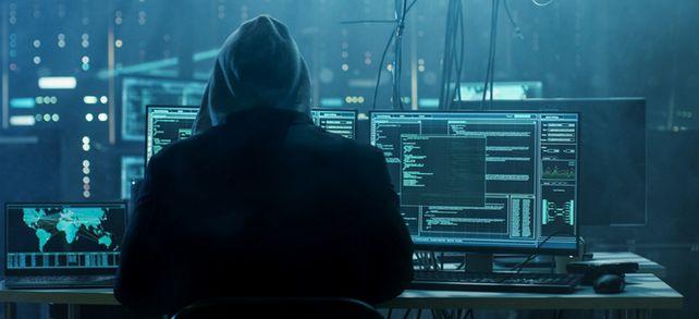 So sehen Hacker in aller Regel nicht aus. Meistens sind es aktuelle oder ehemalige Mitarbeiter, die Daten und Dateien stehlen.